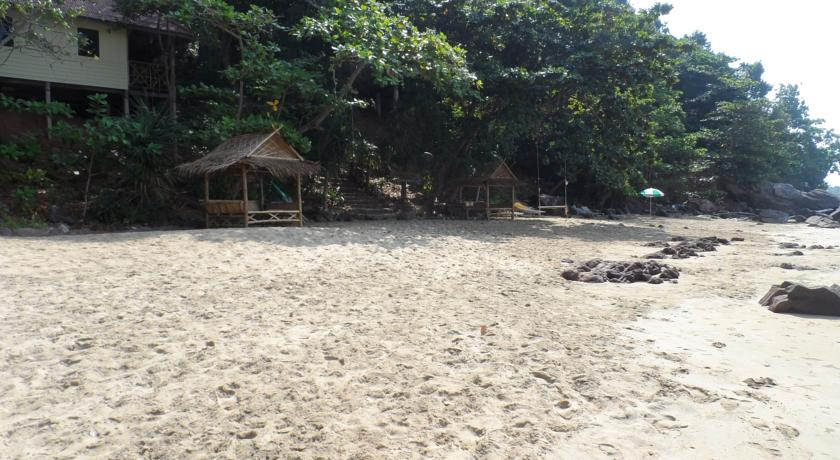 koh jum with kids family travel bungalow thailand