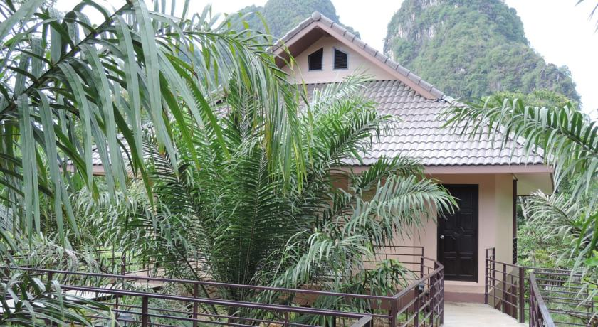 khao sok with kids family travel hotel thailand