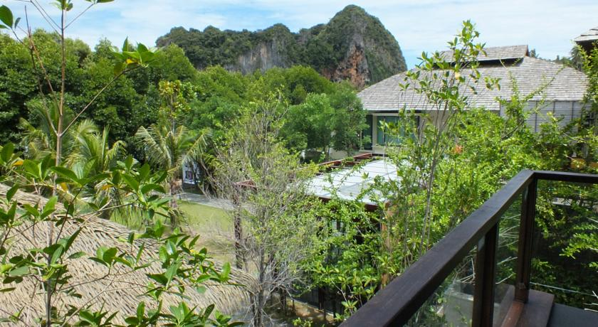 RAILAY THAILAND HOTEL SWIMMING POOL KIDS FAMILY TRAVEL