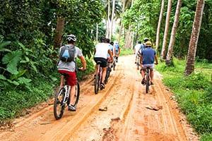 Faire du vélo en Thaïlande avec des enfants