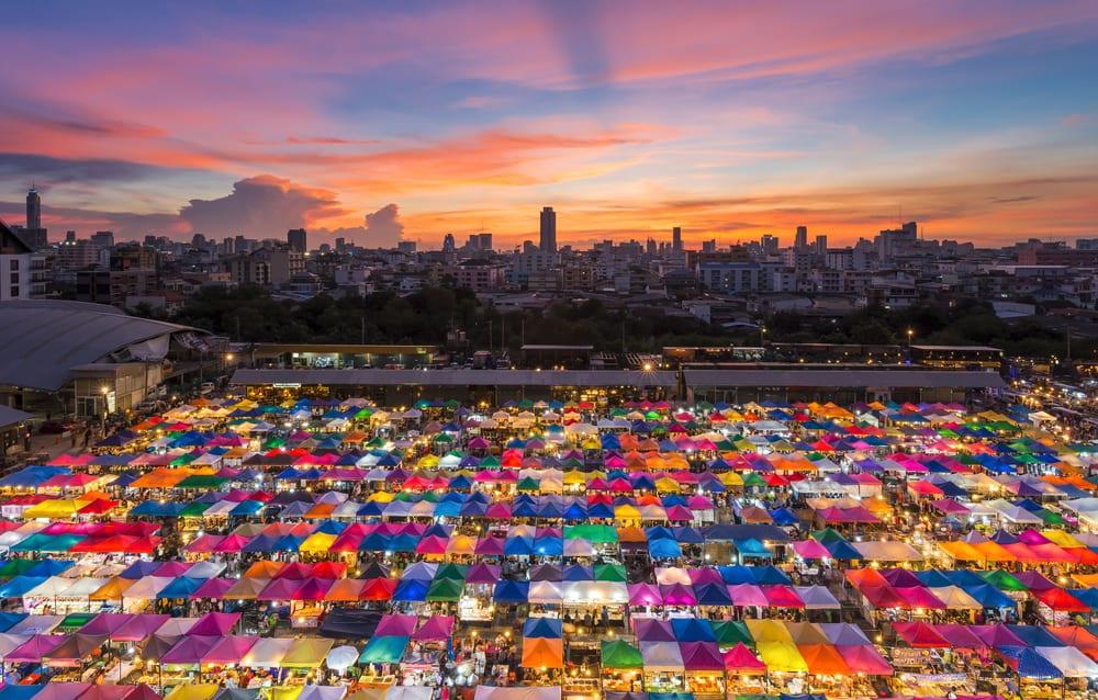 Les marchés de Bangkok - couleur - etals - marché de nuit - Thaïlande