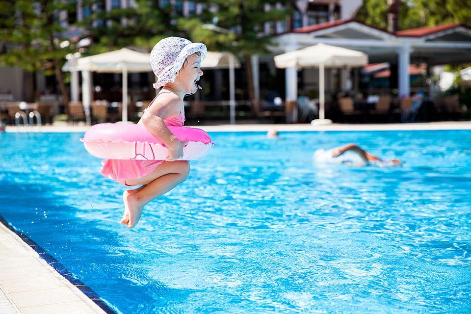 Thaïlande bébé piscine
