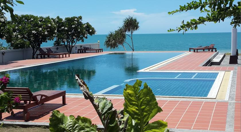khanom hotel swiming-pool family travel kids thailand