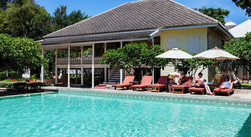 hua-hin hotel swiming pool travel with kids thailand