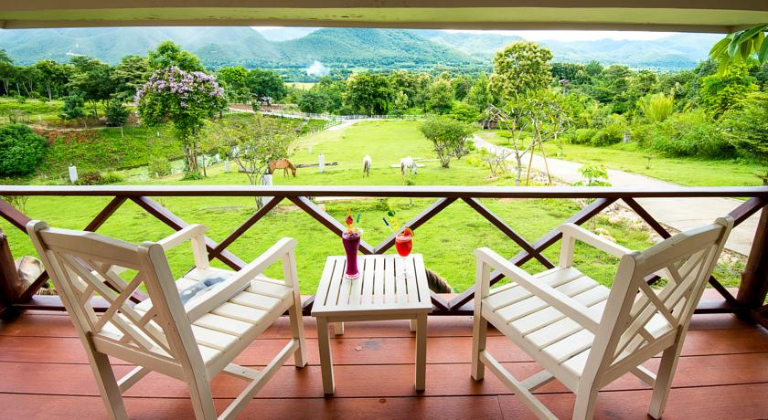 pai thailand north hotel nature resort family travel with kids horse ridding