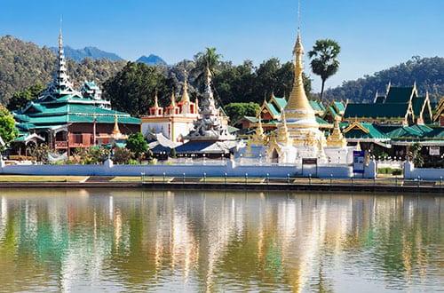 temple-chong-klang- Nord de la Thailande en famille - excursion - visite - enfant thailande