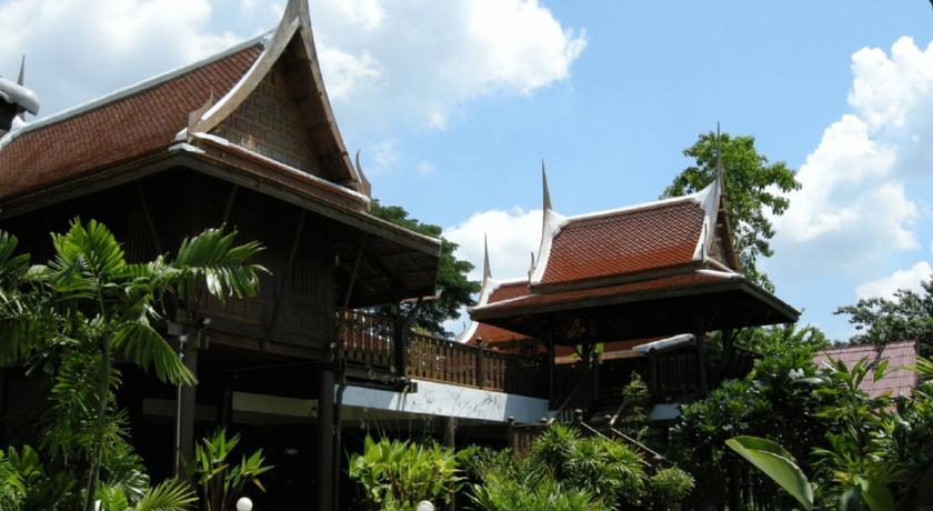 ayutthaya en famille - hôtel sympa - hôtel confort - familiale - hôtel piscine