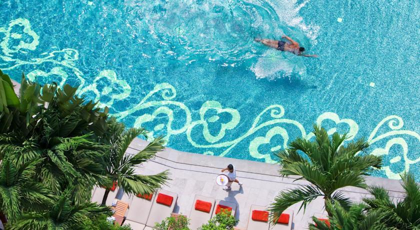 hotel piscine à bangkok en famille - voyage en thailande avec des enfants