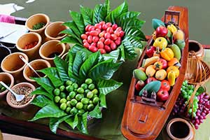 cuisine thai-specialité thailandaise-feuille de bananier-fruit-tropicale-couleur-decoration-bois-asie