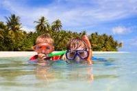 Thailande-snorkeling-masque-tuba-famille-enfant-ile-plage-sable-jungle-cocotier-palmier-mer-poisson