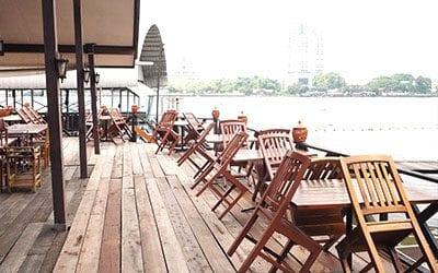 hotel bangkok avec vue - bangkok avec des ados - bangkok authentique - terrasse chao phraya