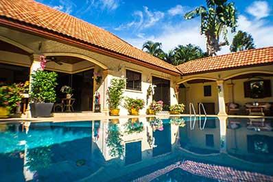 Location de maison piscine phuket - Villa avec piscine - terrasse couverte - salon exterieur - jardin