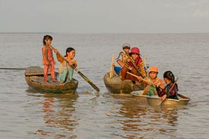 visite- tribu-voyage au cambodge en famille