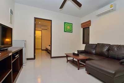 phuket location - bungalow famille -canapé-télévision