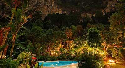hotel piscine PAS CHER ao nang - thailande pas cher avec des enfants - jungle tropicale - piscine nuit
