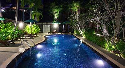 Phuket - hotel famille-piscine-jardin tropical-ambiance nocturne - hotel avec piscine a phuket