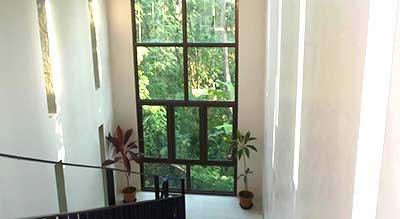 hotel bon plan a phuket-chic-escalier-jardin-design-architecture-baie vitrée