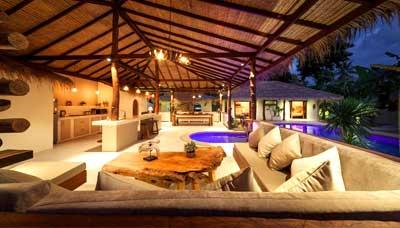 location villa piscine-koh phangan-luxe-design-originale-insolite-bois-salon exterieur