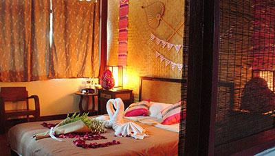 hotel francais thailande-chiang mai-pas cher-maison en bois-charme-chambre-deco