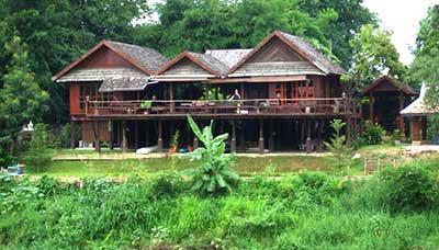 hotel francais thailande-chiang mai-charme-typique-maison en bois
