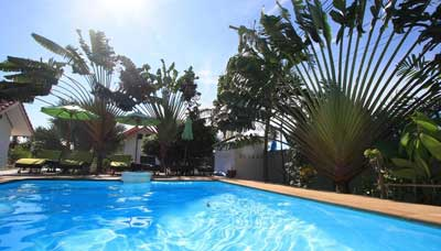 Hotel-francais-en-Thaïlande-Samui-piscine-jardin tropical-soleil
