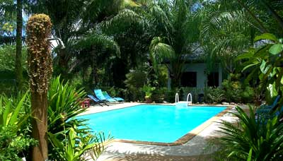 hotel-budget-ao nang-bungalow-jardin tropical-piscine