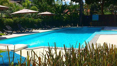 hotel francais-koh phangan-thailande-piscine-parasol-jardin